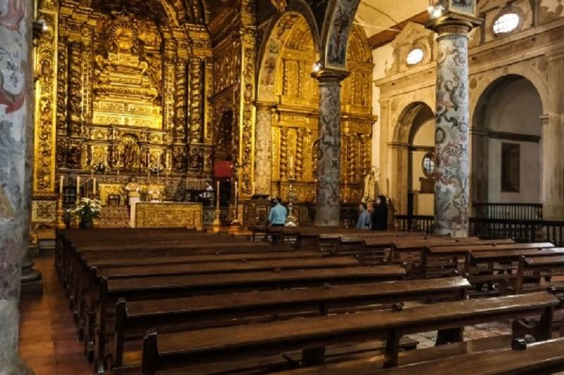 Covid-19: DGS alerta para risco aumentado de propagação do vírus nos cultos religiosos