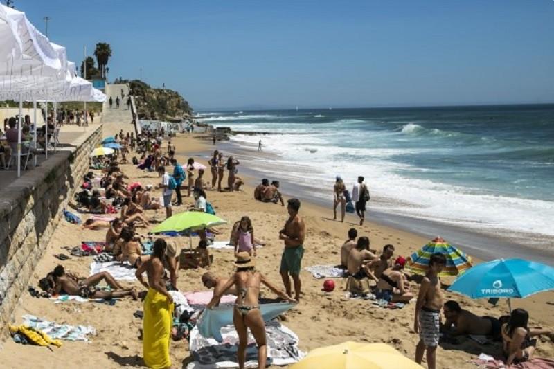Covid-19: Época balnear arranca hoje com regras de distanciamento social e lotação