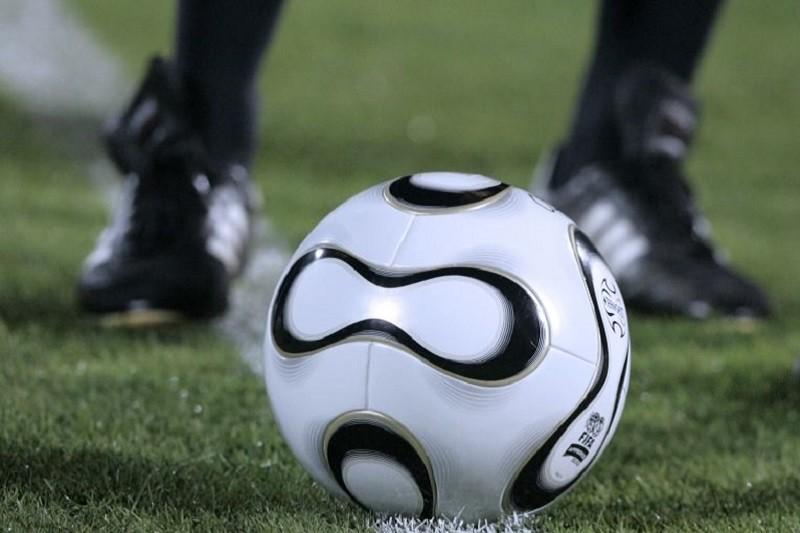 Liga profissional de futebol e 'equiparadas' mantidas em atividade