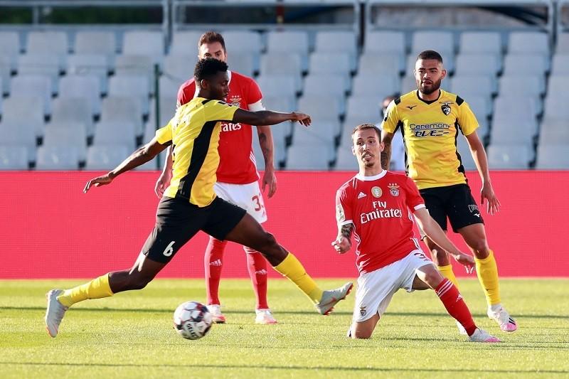 Benfica desperdiça vantagem de dois golos e empata em Portimão