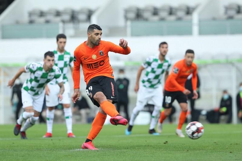 Rio Ave vence Moreirense e sobe ao sexto lugar da I Liga