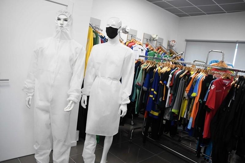 Covid-19: Têxtil de Famalicão troca roupa desportiva por máscaras e finta crise
