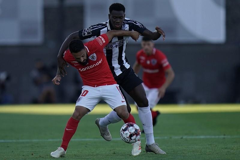 Santa Clara e Portimonense empatam em jogo aceso na Cidade do Futebol
