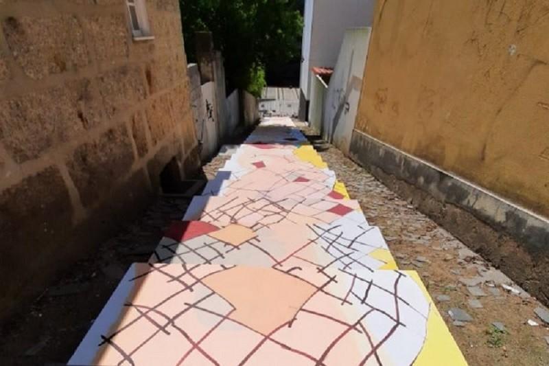 Guimarães: Arte de Mindelis dá vida a escadaria de acesso à Plataforma das Artes