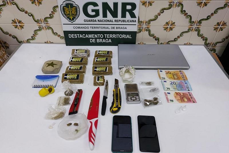 GNR deteve suspeito de tráfico em Barcelos e apreendeu 4.300 doses de droga
