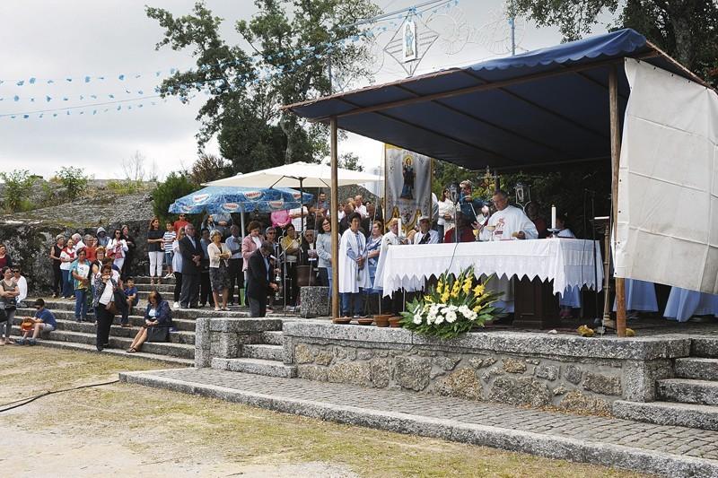 Milhares veneram Santa Marta das Cortiças