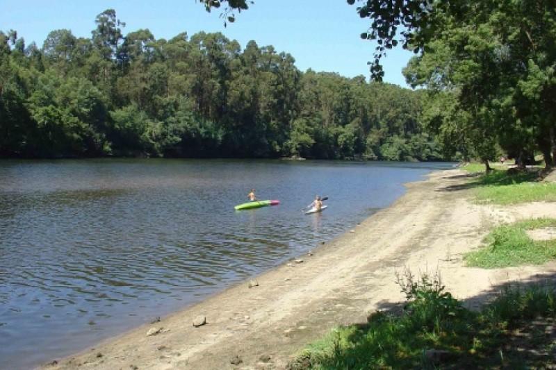 Autoridades lançam buscas por pessoa desaparecida em praia fluvial de Esposende