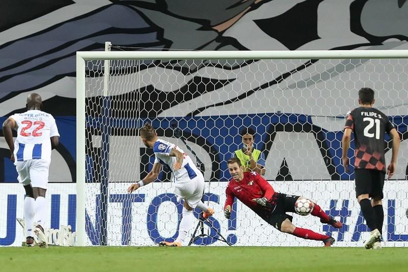 Campeão FC Porto goleia Moreirense na despedida do Dragão
