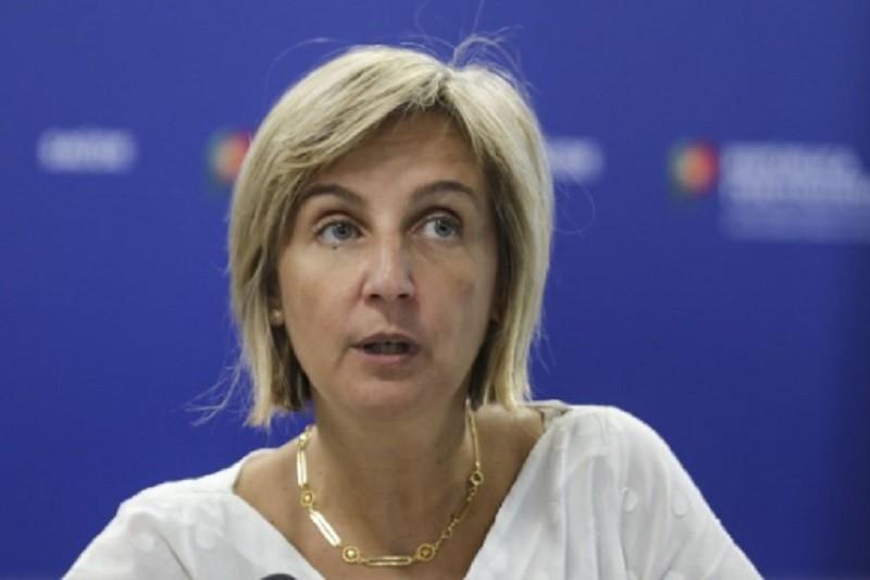 Covid-19: Ministra diz que há oito consórcios em fase avançada de investigação da vacina